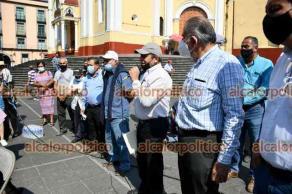Xalapa, Ver., 12 de abril de 2021.- Integrantes del Consejo Regional de Café de Coatepec se manifestaron en plaza Lerdo para pedir que Gobierno atienda a este sector. También conmemoraron el aniversario luctuoso de Emiliano Zapata.