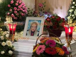 Xalapa, Ver., 12 de abril de 2021.- La noche de este lunes fue velado el cuerpo de la mujer originaria de Minatitlán, de aproximadamente 50 años, que murió al romperse el puente de la Cascada de Texolo en el municipio de Xico.