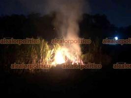 Xalapa, Ver., 13 de abril de 2021.- Se incendia cañal en la parte trasera de  Pedregal de Las Ánimas, hasta el momento se desconocen las causas que iniciaron el fuego que ha consumido gran parte de la propiedad.