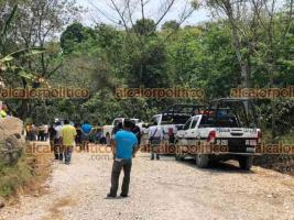 Xico, Ver., 14 de abril de 2021.- Dos trabajadores murieron aplastados por una motoconformadora durante los trabajos de mantenimiento del camino San Marcos de León-La Laguna; hay 2 heridos. Al parecer, la máquina tuvo una falla mecánica.