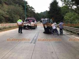 Xalapa, Ver., 15 de abril de 2020.- La tarde de este jueves se registró la volcadura de un vehículo particular en la carretera Xalapa –Coatepec, a la altura de Río Sordo. Peritos de Tránsito del Estado tomaron conocimiento.