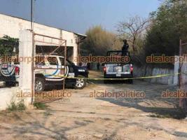 """Emiliano Zapata, Ver., 16 de abril de 2021.- Un cliente de la granja de pollos """"Bachoco"""", ubicada sobre el camino hacia La Tinaja, fue asesinado a balazos. Elementos policiacos se movilizaron para tratar de capturar al agresor."""