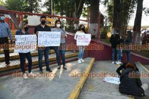 Xalapa, Ver., 16 de abril de 2021.- Jóvenes egresados de escuelas Normales tomaron las instalaciones de la SEV en demanda de que se respeten los lineamientos en la asignación de plazas.