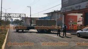 Xalapa, Ver., 16 de abril de 2021.- Cerca de las 9:40 horas la avenida Arco Sur, en el carril a avenida Lázaro Cárdenas, se cerró debido a camión descompuesto. Policía Vial apoyó para desviar circulación. A las 11:00 horas se reportó abierta la vialidad.