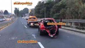 Xalapa, Ver., 16 de abril de 2021.- Fuerte accidente se registró sobre el bulevar Xalapa-Banderilla, a la altura del puente Macuiltépetl; se reportan al menos 7 heridos, entre ellos dos menores de edad.