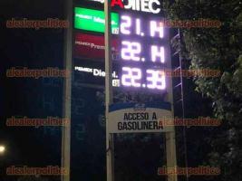 Xalapa, Ver., 16 de abril de 2021.- Esta noche el precio de la gasolina Premium superó los 22 pesos en algunas estaciones de esta ciudad.