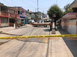 Xalapa, Ver., 17 de abril de 2021.- Movilización policiaca en varios puntos de la Capital, luego del reporte de disparos que individuos que viajaban en una motocicleta hicieron en la colonia El Moral.