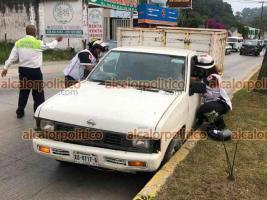 Xalapa, Ver., 17 de abril de 2021.- Choque entre dos vehículos particulares sobre la carretera Xalapa-Coatepec, a la altura de Los Arenales, una camioneta Jeep color negro chocó por alcance contra una camioneta Nissan color blanco, una persona resultó lesionada.