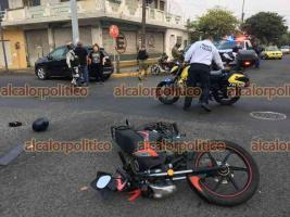 Veracruz ver., 17 de abril 2021.- Un joven motociclista resultó con lesiones luego de que se impactara contra una camioneta en la avenida Victoria esquina Juan Soto, aunque fue atendido por la Cruz Roja no fue necesario su traslado. Ambos conductores argumentan haber pasado el semáforo en verde.