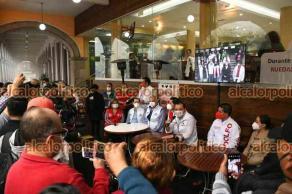 Xalapa, Ver., 18 de abril de 2021.- Acompañado de simpatizantes, Américo Zúñiga, candidato a la diputación federal, ofreció conferencia de prensa.