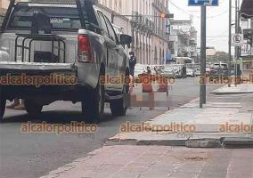 Veracruz, Ver., 18 de abril de 2021.- Una mujer murió atropellada por un camión urbano en la calle de Juárez, entre Zaragoza e Independencia, en la zona del Centro Histórico. El responsable huyó con la unidad.