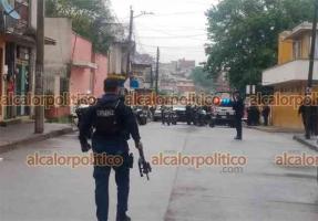 Xalapa, Ver., 19 de abril de 2021.- Se reportó enfrentamiento entre civiles armados en la calle Río Fuerte de la colonia Carolino Anaya, lo que provocó la movilización de corporaciones policiacas que acordonaron el área. Hay un detenido.