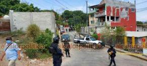 San Andrés Tuxtla, Ver., 19 de abril de 2021.- Elementos de seguridad estatales y federales no permitieron el paso a policías municipales a su Comandancia, ni dejaron salir a quienes estaban en el interior.