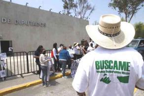 Ciudad de México, México, 20 de abril de 2021.- El Movimiento por Nuestros Desaparecidos en México exigen ser tomados en cuenta para la ley de la FGR para el caso de desparecidos y tener coordinación en las investigaciones. Exponen que la nueva legislación propuesta los ignora.