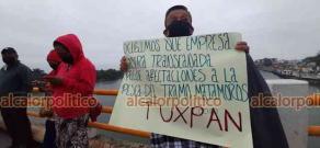 Tuxpan, Ver., 20 de abril de 2021.- Pescadores se manifestaron de manera pacífica sobre el puente Tuxpan, para conmemorar 11 años de lucha con la que exigen indemnizaciones por el desastre desatado el 20 de abril de 2010.