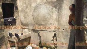 Veracruz, Ver., 5 de mayo de 2021.- Casa abandonada en el callejón Héroe de Nacozari del Centro Histórico es usada por personas en situación de calle. Vecinos exponen que por la noche, zona es peligrosa por falta de iluminación.