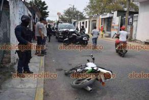 Veracruz, Ver., 5 de mayo de 2021.- Un sujeto fue detenido en las calles de Madre Selva y Jazmín de la ciudad de Veracruz, tras asaltar a cachazos a una mujer junto con un cómplice que logró escapar, asegurándoles una motocicleta. Al punto se aproximaron elementos de la Policía Naval, Estatal y Municipal.