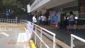 Xalapa, Ver., 6 de mayo de 2021.- Personal de Salud se manifestó frente a la SEFIPLAN en demanda de que se libere el recurso estatal para la profesionalización de quienes laboran en  el área de enfermería.