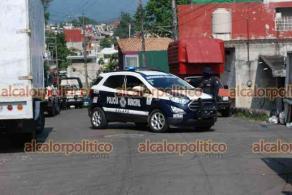 Xalapa, Ver., 6 de mayo de 2021.- Al filo de las 9:00 horas de este jueves, un gran número de elementos de SSP y de Fuerza Civil arribaron a la calle Chilpancingo, entre las calles Acapulco y Mazatlán.
