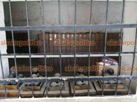 Xalapa, Ver., 6 de mayo de 2021.- MORENA presentó una denuncia ante el OPLE luego del hallazgo de 19 mil despensas en la Fortaleza de San Carlos, en Perote, mismas que fueron confiscadas.