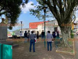 """Xalapa, Ver., 7 de mayo de 2021.- Este viernes, personal del OPLE llevó a cabo simulacro de votación en el parque """"Morelos"""" aledaño a la Escuela Industrial."""