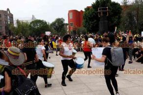 Ciudad de México, México, 8 de mayo de 2021.- Decenas de colombianos acompañados por mexicanos protestaron por la represión y los asesinatos de manifestantes en Colombia a manos de la policía, responsabilizan al presidente Iván Duque y al ex presidente Álvaro Uribe.