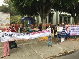 Xalapa, Ver., 10 de mayo de 2021.- Activistas marcharon desde el panteón Palo Verde hacia el Centro para demandar que la Fiscalía exhume restos humanos que permanecen en dicho cementerio y que serían de personas desaparecidas.