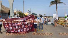 Coatzacoalcos, Ver., 10 de mayo de 2021.- Colectivos de Madres en Búsqueda una marcha por la dignidad nacional y una exposición fotográfica con los rostros de sus familiares desaparecidos.