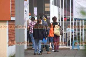 Xalapa, Ver., 12 de mayo de 2021.- En la Benemérita Escuela Normal Veracruzana, desde temprana hora comenzaron a llegar las personas de 50-59 años para recibir la vacuna contra COVID-19. La atención a los ciudadanos es fluida.