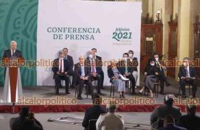 Ciudad de México, 12 de mayo de 2021.- El presidente Andrés Manuel López Obrador y el secretario de Salud, Jorge Alcocer, en el día de la enfermería entregaron reconocimientos a María Castañeda, Sandra Gutiérrez y Guillermina Mendieta.