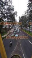 Xalapa, Ver., 12 de mayo de 2021.- Decenas de taxis ocupan una cuadra de la calle Enríquez, afectando la circulación. Supuestamente la movilización es para agradecer al Gobierno por no permitir la entrada de Uber.