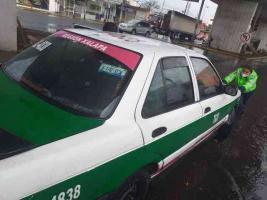 Xalapa, Ver., 12 de mayo de 2021.- Policías se pusieron a sacar agua de casas inundadas. El titular de SSP, Hugo Gutiérrez, informó que activaron el Plan Tajín ante la tormenta. Pidió que ante cualquier emergencia se marque de inmediato al 911.