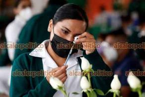 """Ciudad de México, México, 12 de mayo de 2021.- En la escuela primaria """"Benito Juárez"""" en la Alcaldía Cuauhtémoc, las mujeres embarazadas acudieron a vacunarse contra el COVID-19, en su primera dosis de Pfizer-BioNTech. También fueron inmunizados las personas de 50 a 59 años de edad."""
