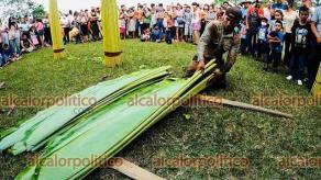 Fortín, Ver., 12 de mayo de 2021.- En la congregación Monte Blanco se organizó un concurso que consistió en cortar hojas de plátano y empacarlas correctamente en el menor tiempo posible. Los ganadores se llevaron premios de tiendas locales.