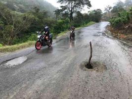 Tuxpan, Ver., 12 de mayo de 2021.- El viento y la lluvia por el Frente Frío 56 dañaron espectaculares y tiraron una antena en este municipio, sin que se reportaran heridos; hubo otras afectaciones en la región.