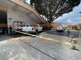"""Xalapa, Ver., 13 de mayo de 2021.- Este jueves se reportó el deceso de un hombre de aproximadamente 30 años, en las oficinas de la Pinacoteca """"Diego Rivera"""". Personal de la Fiscalía realizó las diligencias del caso."""