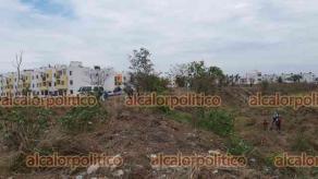 Veracruz, Ver., 13 de mayo de 2021.- En terreno baldío aledaño al fraccionamiento valle Alto, junto a la carretera estatal a Dos Lomas, fue hallado un cadáver envuelto en una sábana. Versión no confirmada refiere que se trata de una mujer.