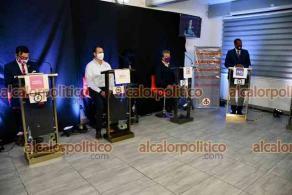 Xalapa, Ver., 13 de mayo de 2021.- Los candidatos a la Alcaldía Cinthya Lobato (UC), Itzel Jurado (RSP), Raúl Arias (MC), Uriel Flores (Podemos), Irving Vite (Todos por Veracruz), Eduardo Carreón (FxM), Alberto Pérez (PES) y Antonio Frutis (Cardenista) participaron en el debate organizado por alcalorpolitico.com.