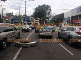 Xalapa, Ver., 14 de mayo de 2021.- Atienden peritos de Tránsito del Estado choque entre dos vehículos particulares sobre la avenida Adolfo Ruiz Cortines y Ernesto Ortiz Medina. No se reportan personas lesionadas.