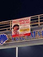 Boca del Río, Ver., 15 de mayo de 2021.- Este viernes, en los puentes peatonales del Morro, La amistad y Vetamar, fueron colocadas lonas con la fotografía de Marlon