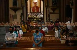 Xalapa, Ver., 16 de mayo de 2021.- El arzobispo, Hipólito Reyes Larios, ofició la misa dominical en la Catedral