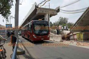 Ciudad de México, México, 17 de mayo de 2021.- En la zona del colapso del metro en la estación Olivos de la Línea 12, continúan las investigaciones para conocer las causas y remueven parte de la ballena para sacar el automóvil que fue aplastado. El servicio del Metrobus inició operaciones del metro Atlalilco a Tláhuac.