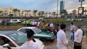 Xalapa, Ver., 17 de mayo de 2021.- Agremiados del Sindicato Democrático de Trabajadores de la Educación de Veracruz (SDTEV) bloquean la carretera Lázaro Cárdenas, a la altura de la SEV para exigir el cambio de nota.