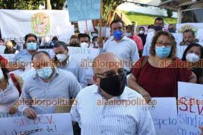 Xalapa, Ver., 18 de mayo de 2021.- Docentes del SDTEV, que dirige Oswaldo Ahumada Aguirre, se manifestaron en la SEV. Acusan a la otra parte del sindicato, que exigió este lunes la toma de nota, de obtenerla con firmas falsificadas.