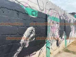 """Jáltipan, Ver., 18 de mayo de 2021.- Alrededor del Centro de Documentación del Son Jarocho, 25 artistas del Estado de México y Veracruz plasmaron murales que representarán los sones de """"Los Cojolites"""" y de Natalia Lafourcade, quien llegó a inaugurar las obras."""