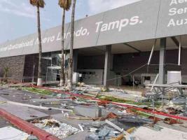 """Nuevo Laredo, Tamps., 18 de mayo de 2021.- Una tormenta causó destrozos en el Aeropuerto Internacional """"Quetzalcóatl"""", además de distintos puntos de Nuevo Laredo. Según reportaron medios de aquella entidad, los vientos superaron los 150 kilómetros por hora."""