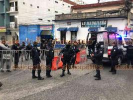 Xalapa, Ver., 12 de junio de 2021.- Por manifestación en las bodegas del OPLE de Veracruz, cierran la vialidad sobre la calle Clavijero. Al lugar comienza a arribar personal antimotín de la SSP.