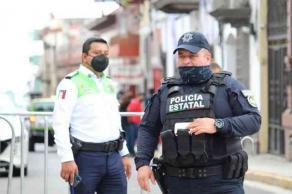 Xalapa, Ver., 12 de junio de 2021.- Con el objetivo de garantizar el orden y la paz social, elementos de la Policía Estatal en coordinación con Dirección General de Tránsito y Seguridad Vial mantienen operativo de seguridad en los alrededores del OPLE ubicado en la calle Juárez.
