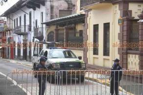 Xalapa, Ver., 13 de junio de 2021.- Este domingo continúa cerrada la calle Juárez y se mantiene una patrulla de Seguridad Pública a unos metros del edificio del OPLE.