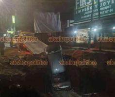 Xalapa, Ver., 14 de junio de 2021.- La madrugada de este domingo, otro vehículo cayó en la obra de CMAS de la avenida Atenas Veracruzana. El pasado 5 de junio, un taxista también terminó por caer. No hubo lesionados.